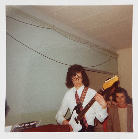 Chez Alain Dabreteau, la Guitare se conjugue au pluriel. le guitariste interprète des œuvres de styles différents pour un talentueux voyage dans le temps.